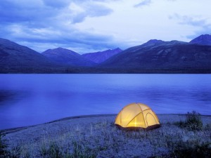 Acampada junto al lago