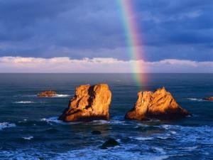 Postal: Arcoíris junto a la roca