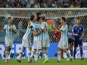 Argentina festejando el gol a Bosnia (Brasil 2014)