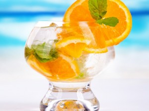 Cóctel con naranja ideal para verano