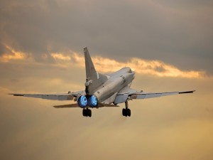 Postal: Parte trasera de un avión militar