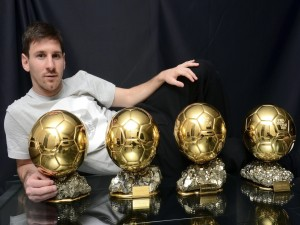 Lionel Messi con sus cuatro balones de oro