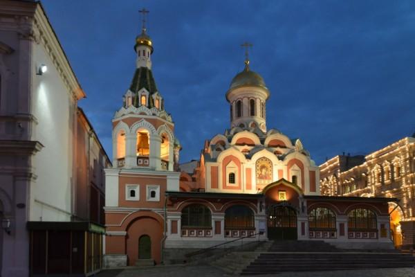 Catedral de Kazán iluminada (Moscú)