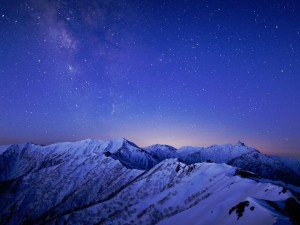 Postal: Noche de estrellas en las montañas
