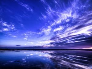 Cielo reflejado en el agua