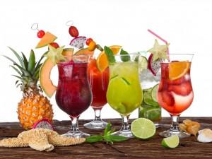 Cócteles con frutas tropicales
