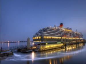 Postal: El Reina Victoria en el puerto