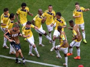 Los jugadores de la Selección Colombiana bailando tras ganar a Costa de Marfil (Brasil 2014)