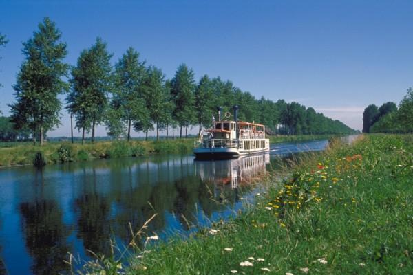 Barco en el río