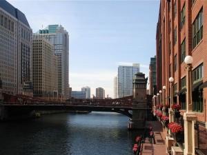 Postal: Vista del río Chicago y el puente Clark