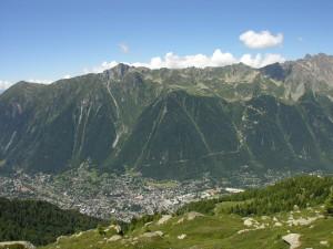 Postal: Población en el valle de Chamonix (Francia)