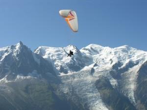 Postal: Parapente delante del Mont Blanc (Chamonix, Francia)