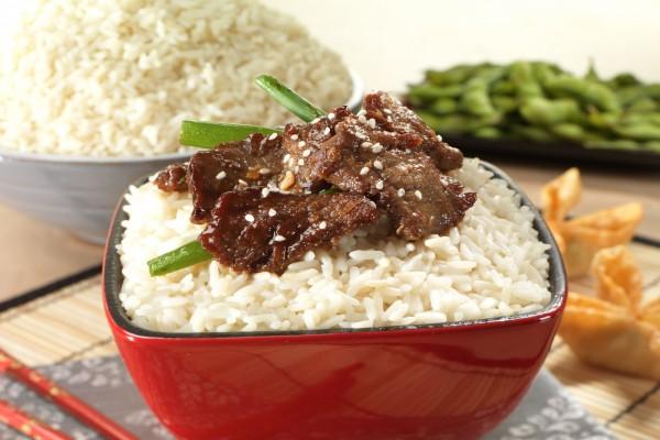 Cuencos de arroz blanco
