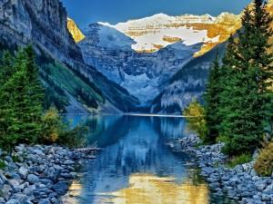 Postal: Un precioso lugar entre montañas