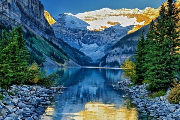 Un precioso lugar entre montañas