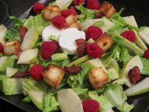 Postal: Ensalada con queso y frutas