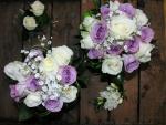 Ramos de rosas blancas y lilas
