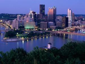 Postal: Pittsburgh vista al anochecer (Pensilvania)