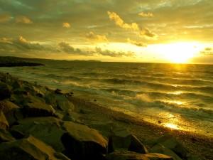 Postal: Bonito atardecer en la playa