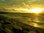 Bonito atardecer en la playa