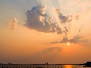 El sol en el cielo al llegar la tarde