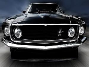 Postal: El frontal de un coche negro