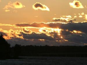 El sol detrás de las nubes