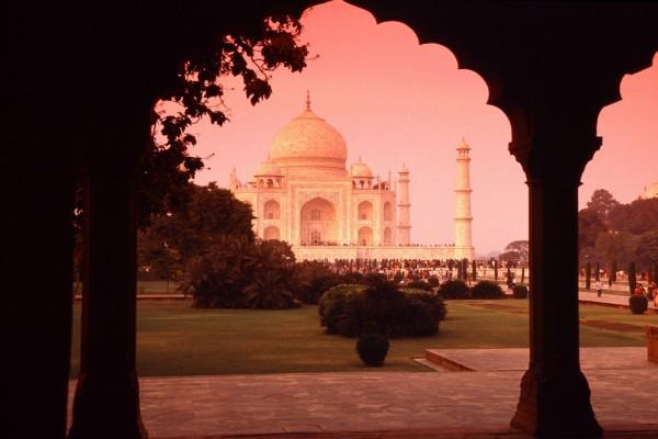 Personas en torno al Taj Mahal
