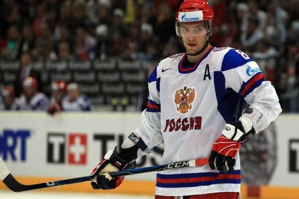Un jugador de hockey sobre hielo