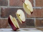 Cuartos de una manzana en el aire