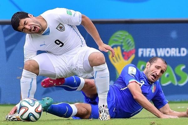 Chiellini y Luis Suárez en el partido: Italia vs Uruguay (Brasil 2014)