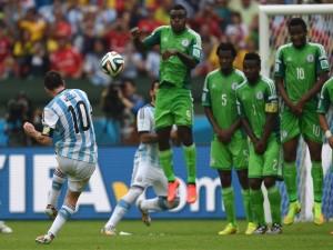 El tiro de Messi a la portería de Nigeria (Brasil 2014)