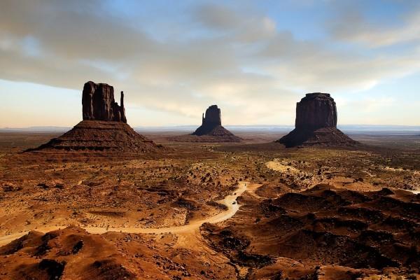 """Carretera de tierra en """"Monument Valley"""""""