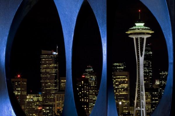 Vista nocturna de algunos edificios de Seattle