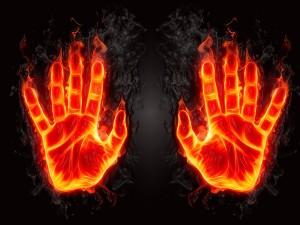 Postal: Fuego en las manos