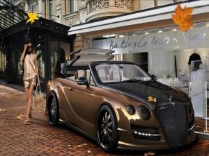 Una mujer se dirige a un Bentley Continental