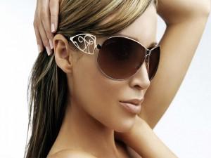 """La cantante, actriz y modelo """"Dannii Minogue"""" con gafas para el sol"""