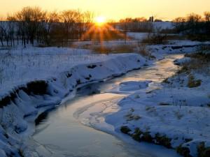 Un frío atardecer en el río