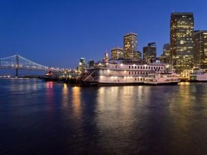 Barcos atracados en el muelle (San Francisco)