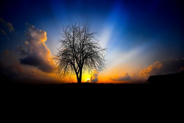 Un bonito resplandor en el cielo al atardecer