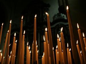 Varias velas encendidas