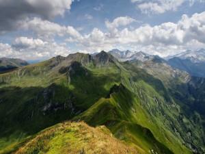Postal: La sombra de las nubes sobre las montañas