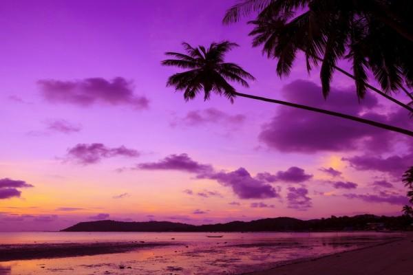 Bellos colores en la playa con la llegada del ocaso