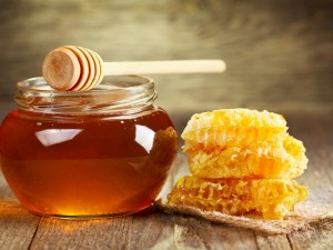 Postal: Frasco con miel y panal de abeja