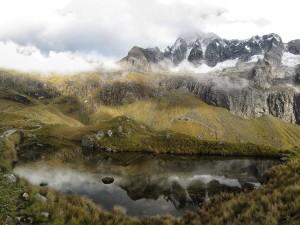 Postal: Niebla sobre las montañas próximas al lago