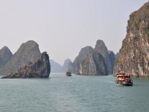 Admirando la belleza de la Bahía de Ha Long, Vietnam