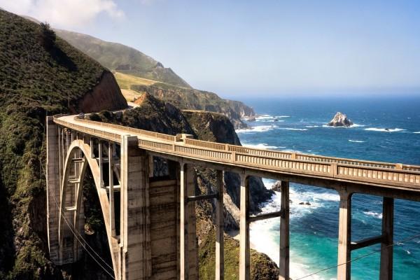 Puente en la costa oeste de California