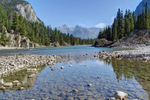 Río en el Parque Nacional de Banff, Canadá