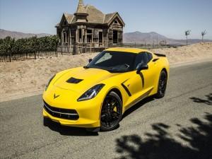 Un Chevrolet Corvette C7 amarillo