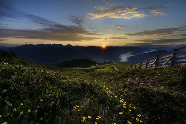 Espectacular paisaje al amanecer